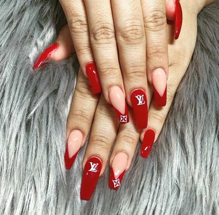 Новые 23 свежих тренда для красных ногтей 2021