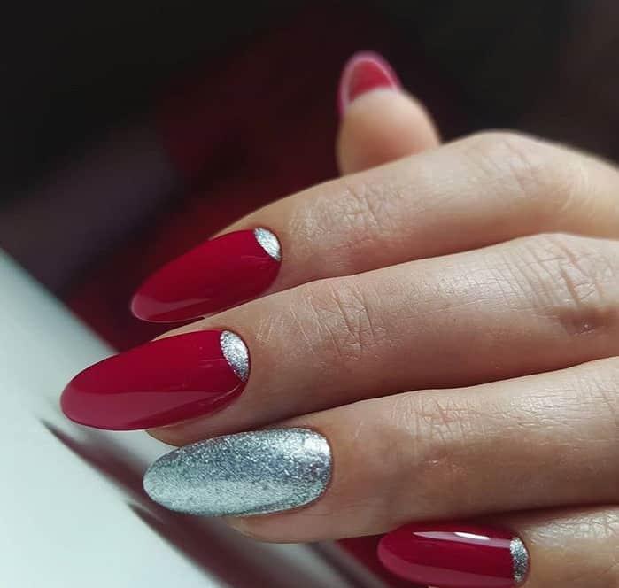 Новые 23 свежих тренда маникюра для красных ногтей 2021 с фото