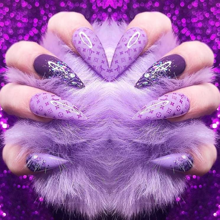 Стильные фиолетовые ногти 2021: 25 ярких примеров